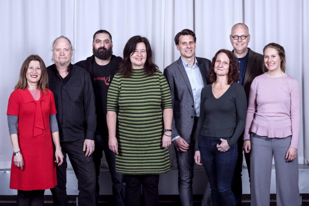 FSTs Styrelse 2018 (från vänster i bild): Ulrika Emanuelsson, Dror Feiler (vice ordf.), Marcus Wrangö, Maria Lithell Flyg (nyinvald), Martin Jonsson Tibblin (ordf.), Marie Samuelsson, Sten Sandell och Jenny Hettne.